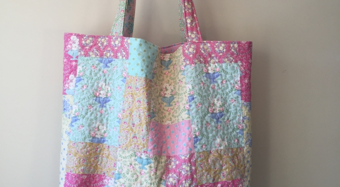 The Summer Bag by Tilda find the free pattern on Canadian online fabric store Woven Modern Fabric Gallery